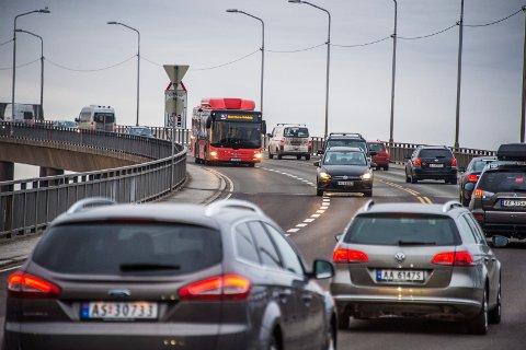 BILENE TILBAKE: Mens det var relativt stille på veiene de første ukene etter at landet ble koronastengt, er biltrafikken definitivt tilbake i Fredrikstad.