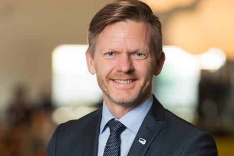 – Omleggingen medfører at det nå kun er korte nyhetsinnslag og de lengre og mer grundige nyheter forsvinner. Dette tabloidiserer NRKs regionale nyheter, skriver Tage Pettersen.