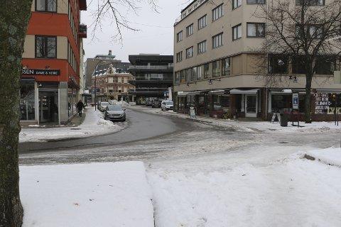 Sentralt. Det er i dette området i sentrum at kommunen vil vurdere å oppruste gateområdet, på fotgjengernes premisser. Svein Kristiansen