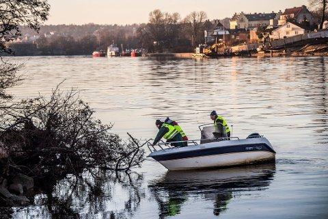 SØK: I lengre tid søkte familien og frivillige etter Svein Greaker Bellmann. Nå har formannskapet i Sarpsborg bevilget 150.000 kroner til beredskapsbåten som Nabbetorp Båtforening og de pårørende til Bellmann, har arbeidet med å få anskaffet.