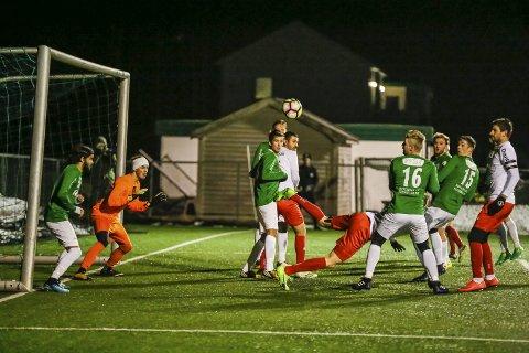 ENKLERE MOTSTAND: Selbak tapte årets første treningskamp mot Selbak. De kan vente seg enklere motstand, når Ås onsdag står på motsatt banehalvdel.