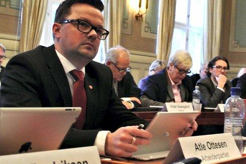 Atle Ottesen: Høyre foreslår i sitt budsjett og handlingsplanforslag å kutte over 400 millioner på fire år, ikke for å finansiere velferden og investeringer, men for å kunne finansiere skattekutt. Bilde fra bystyret.