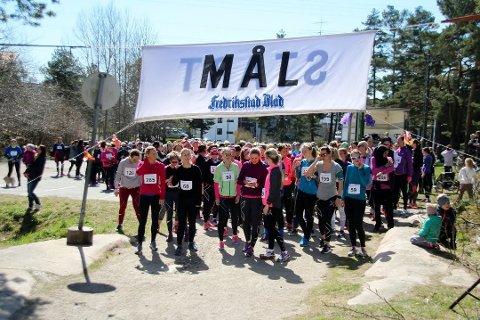 Mange. I fjor var det godt over 300 kvinner som deltok i løpet.