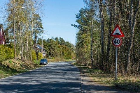 Ubebygd: Det er området til høyre på bildet her som Skolt Eiendom nå ønsker å utvikle. Skogsterrenget er mye brukt av nærmiljøet. Utbygger forsikrer at det fortsatt skal være et stort friluftsområde.