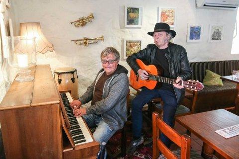 Gjentas: Jazz i Gamlebyen skal gjentas, og i år kan arrangørene  Jimmy Olsen (bak) og medhjelper Bjarne Aaserud få 25.000 festivalkroner.