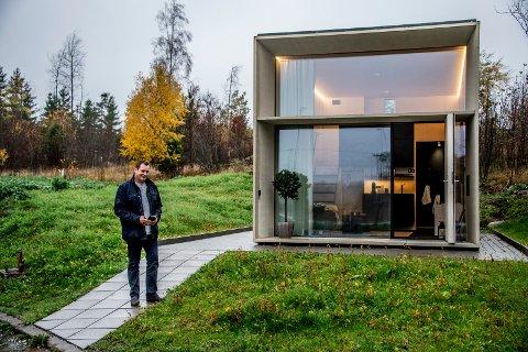 – STORE MULIHETER: Hakon Joachim Paulsen mener husboksene gir mange muligheter, og føler seg trygg på at salget vil ta av.