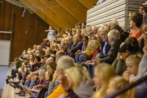 Frir til publikum: FBK-trener Christer Karlsson håper det blir trangt om plassen på tribunene når FBK inviterer til gratiskamp onsdag. (foto: Harry Johansson)