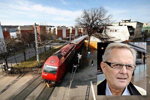 RASER: Leif Eriksen (Frp) har sett seg lei på forholdene på Østfoldbanen.