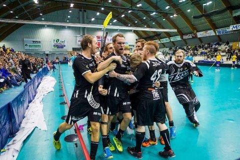 TOK TAK: Thomas Stræte (i midten) vartet opp med tre assist da Slevik trengte det som mest. Arkivfoto: Erik Hagen.