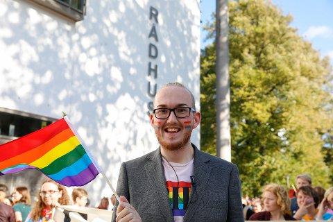 Fikk penger: Kristoffer Lorang Mathisen ledet an i årets Pride-parade. Nå får festivalen 150.000 kroner for 2019. (Arkivfoto: Ida Christin Foss)