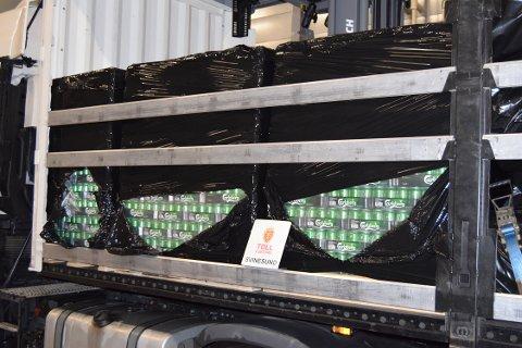 GJEMT I LASTEN: En sjåfør kjørte denne helgen over grensen på Svinesund med over 3.000 liter øl i bagasjen.