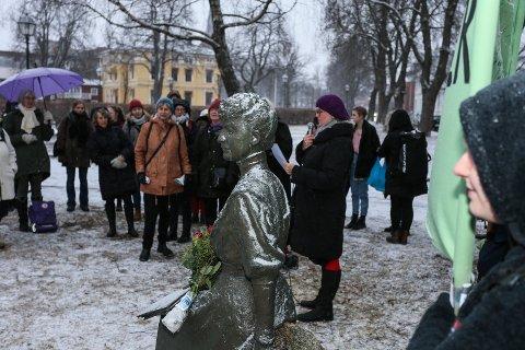 Slik så det ut under 8. mars-markeringen ved Katti Anker Møller-statuen tidligere i år. Lørdag mobiliseres det mot endringer i abortloven.