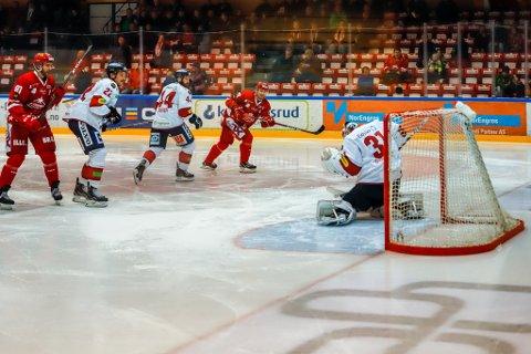 FOR MYE BOM: Stjernen scoret tre, men burde hatt flere mot Lillehammer søndag. Det irriterte trener Bengt-Åke Gustafsson seg over.
