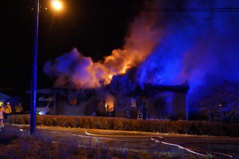 ENEBOLIG TOTALSKADD: Brann i Hovsveien natt til tirsdag