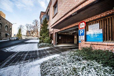 Bra beliggenhet: Skal du på kino, finner du knapt en bedre parkeringsplass enn Kirkebrygga p-hus ved Lykkebergparken. På søndager er det gratis, i motsetning til plassene på gateplan som har rød sone-takst.