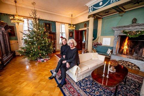 Julepyntet: Salen er på 90 kvadratmeter og åpnes bare til jul. Resten av året står den avstengt. Gustav og Lise Thorsø Mohr gleder seg nå til feiring med sønnene som kommer hjem til jul.