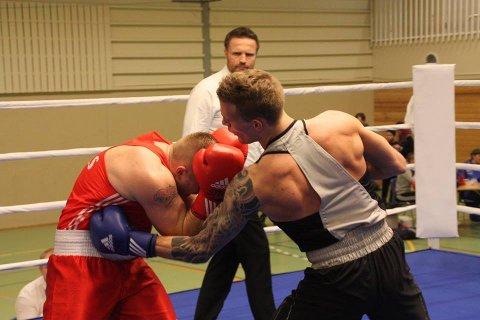 TUNGE SLAG: Ingar Olsen (til høyre) fikk inn mange tunge slag mot kroppen på sine motstandere sist helg. Foto: Privat