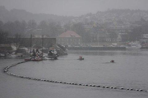 Skal til laksefabrikken: Bildet er tatt tirsdag 6. februar. Arbeidene med vannledningen er i full gang utenfor Isegran. (Foto: Daniel Lind)