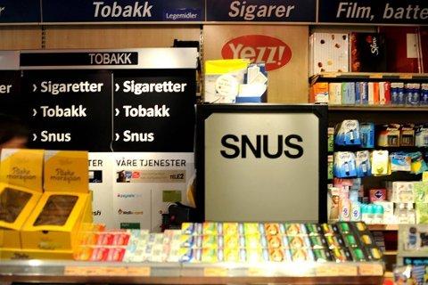 Nå skal kommunen kontrollere tobakksalg: Skjenkekontrollørene får en ny oppgave. Nå skal de også se til at tobakksutsalg følger regelverket. (Arkivfoto: FB)