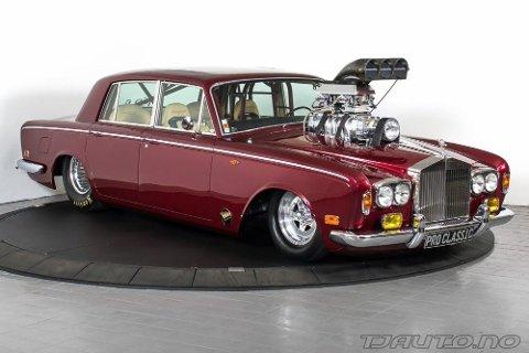 Her står den i all sin prakt. Trolig verdens mest strøkne dragrace-klare Rolls-Royce Silver Shadow.