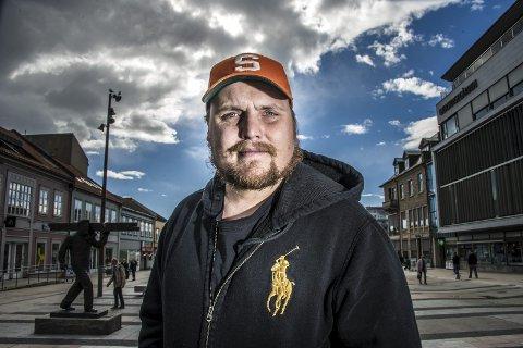 Plateselskapet til Staysman og Katastrofe har produsert låten til Mads Hansen, som har skrevet seg inn i historien med rekord-streams.