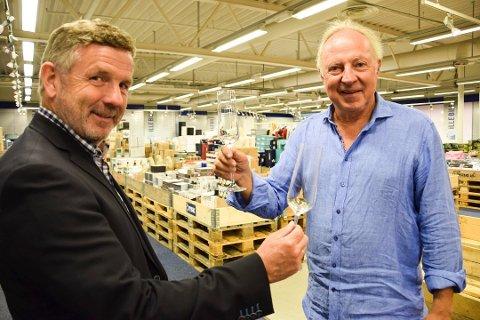 Utvider: Styreleder Stein Lie (til høyre) og daglig leder Per Nordland i Illebilli skåler under åpningen av sin første butikk i september 2016. Om noen få år skal de ha vokst til 20-30 butikker.