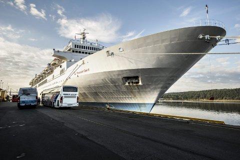 Skal bli cruiseby: Thomson Spirit besøkte Fredrikstad i september 2014. Skipet kom fra England og skulle videre til Østersjøen og St. Petersburg. Nå setter politikerne av 600.000 kroner i år og samme beløp neste år for å få flere skipsanløp. (Arkivfoto: Geir A. Carlsson)