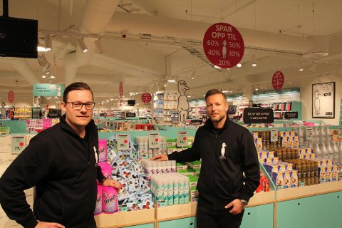 NORMAL: Michael Eeg (t.v) og Jesper Dønnestad Brandt leder Normal i Norge. Nå har de åpnet 20 butikker, og har planer om flere.