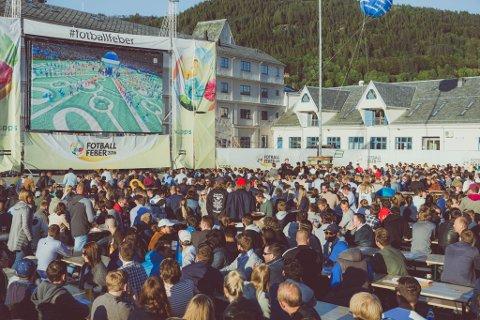 FESTSTEMNING: Det var tidvis god stemning under fotballfeber-arrangementet i Bergen for to år siden. Nå kommer konseptet til Fredrikstad.