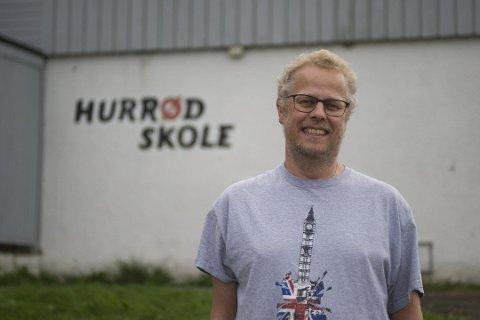Pål Olsen Møklegaard har solgt 1.100 bøker kun gjennom Facebook og jungeltelegrafen, men etterspørselen etter boken har ikke stoppet. Så til høsten trykkes det opp et nytt opplag.
