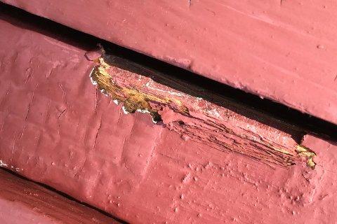 Ikke mye skade: Innbruddstyvene benyttet et brekkjern og tok seg inn gjennom et vindu. Huseieren mener de er profesjonelle.