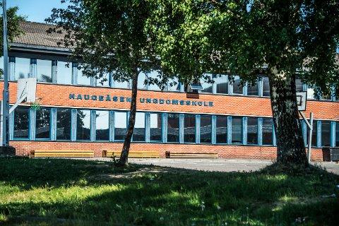 Haugeåsen ungdomsskole trenger omfattende rehabilitering. Prosjektet er nå anslått å koste rundt 83 millioner kroner.
