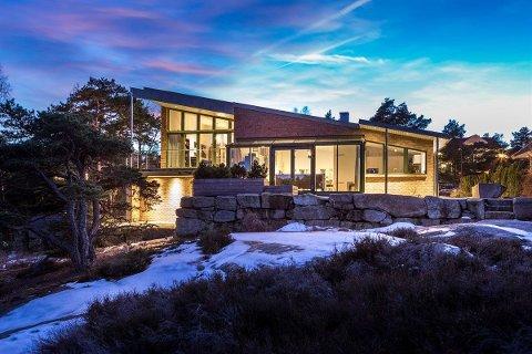 SELGES: Huset på Vesterøy er tegnet av arkitekt Jan Aasland. Det ahr en prislapp på 11,2 millioner kroner.