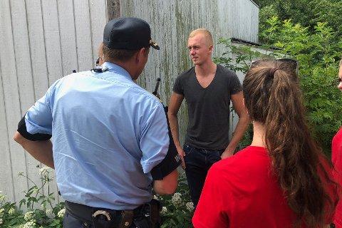 BLE TAKKET AV POLITIET: Redningsmann Nicolai Næss i mørk t-skjorte.