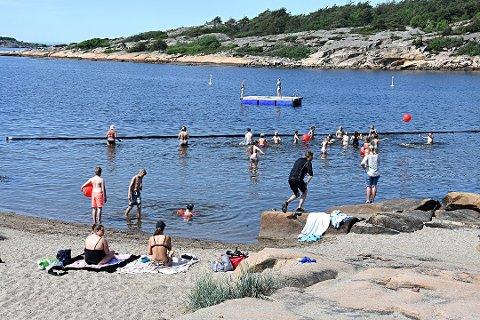 Topp badevann: Man kan trygt bade ved alle badestedene som så langt er testet av kommunen. Her fra Foten 1. juni i år.
