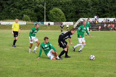 Lokaloppgjør: Selbak og Østsiden møttes til duell i fjorårets 3. divisjon. I mars møtes lagene igjen - denne gangen i cupen. (foto: Harry Johansson)