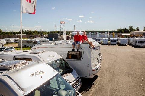 Bobil-land: Sverre William Olsen og Svein Frode Hågensen selger bobiler så det griner i Råde. Nå har de utvidet og etablert Perry & Williams Caravan i bobilbygda.