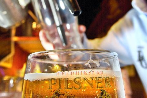 SLIPPER Å SØKE: Administrasjonen i kommunen anbefaler at bevillingene til alle som får selge eller skjenke alkohol, skal videreføres i fire nye år – uten at de trenger å søke om det.