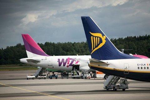 Selskaper som Wizz Air, Ryanair og SAS opererer alle med svært tidsbegrensede kampanjer hvor prisene settes betydelig ned på billetter.