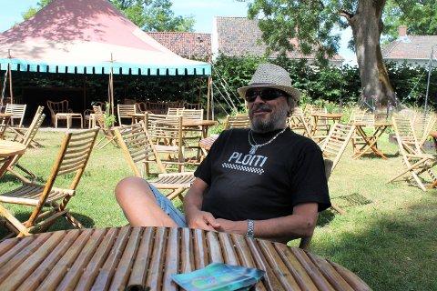 – Jobben min er gjort, sier bookingansvarlig, Jimmy Olsen, og lener seg bakover i stolen utenfor Kulturhuset i Gamlebyen.