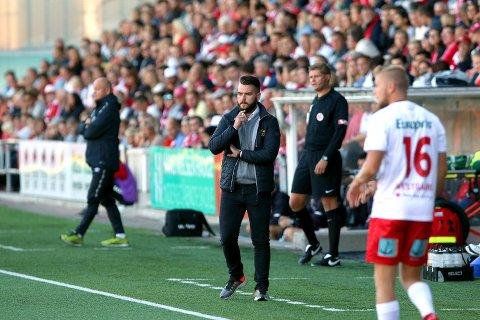 SKEPTISK: Ole-Martin Nesselquist fikk ingen hyggelig kveld på Stadion. Foto: Joakim Bekkåsen