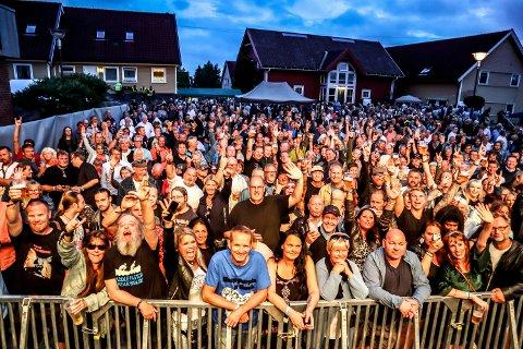 FIKK SKRYT: Ingen av skjenkekontrollørene som var innom Gressvik Summerparty i år, hadde noe å utsette på skjenkehåndteringen til festivalen. Tvert imot: De ga ekstra skryt.