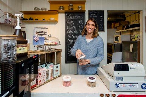 KLÆR OG KAFFE: I fire år har Christina Gjerstrøm drevet Manstad Klær og Kaffe. Snart utvider hun og tar konseptet med seg til Gressvik torg.