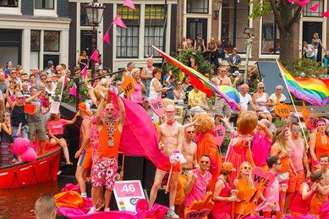 Pride arrangeres i mange byer og land over hele verden, her fra Amsterdam. Nå blir det også Pride-fest i Fredrikstad.