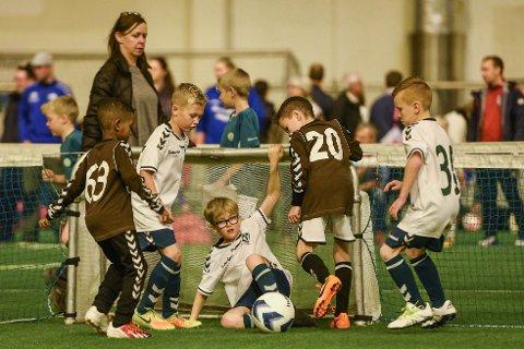 NY TURNERING: Lervik IF i samarbeid med 3v3 arrangerer på nytt sin fotballturnering i Østfoldhallen den 11. november.