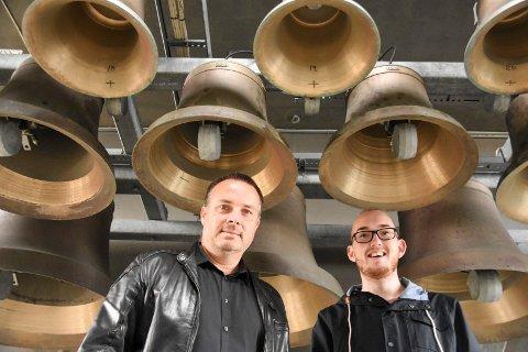 Stolte toner: Lørdag og søndag har klokkenist Vegar Sandholt (til venstre) og pridearrangør Kristoffer Lorang Mathisen funnet frem til andre toner siden det er Pridehelg.