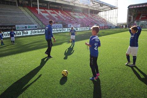 Frykter frafall: Flere fotballkretser frykter et frafall blant barn og unge som et resultat av at kamper og treninger har stoppet opp.