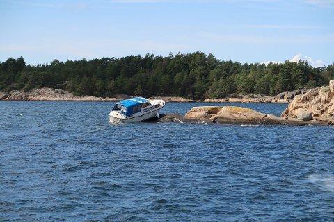 BLE DRATT AV: Den uheldige båtføreren fikk bistand fra redningsskøyta Horn Rescue lørdag ettermiddag.