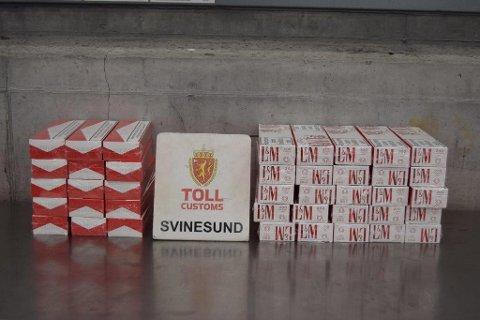 HADDE HANDLET PÅ SVINESUND: Mannen som ble tatt med disse sigarettene, forklarte at han hadde kjøpt dem på Svinesund handelsområde. Ifølge forklaringen hadde han fått dem overlevert av en polsk person.