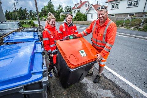 Fra venstre Silje Meland, Silje Melbye og Øyvind Meland plasserte ut dunker på Kråkerøy for et år siden. Nå får også vi andre egen dunk.